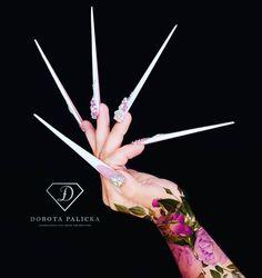 Long Fingernails, Long Nails, Gorgeous Nails, Pretty Nails, Stiletto Shaped Nails, Diva Nails, Flower Nail Art, Beauty Portrait, Nail Artist