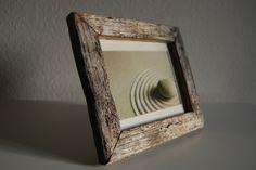 Bilderrahmen --DARKNESS--   Einmaliger Bilderrahmen aus Treibholz mit einer schönen Silbergrauen-Schwarzen Patina und Wurmlöcher ,ein absolutes Unikat.  War bei DaWanda Zen-Art Shop erhältlich.