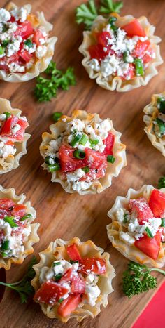 Appetizers For A Crowd, Vegetarian Appetizers, Finger Food Appetizers, Yummy Appetizers, Yummy Snacks, Light Summer Appetizers, Party Appetizer Recipes, Vegetarian Finger Food, Easy Snacks