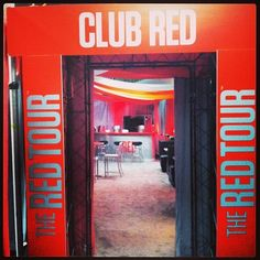 Club red aka the place where dreams come true Red Taylor, Taylor Swift Pictures, Taylor Alison Swift, Taylor Swift Party, Taylor Swift Concert, Loving Him Was Red, Swift Photo, Getting Him Back, Red Tour