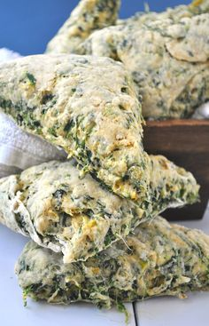 These vegan scones are super cheesy and filled witn spinach and artichokes. They taste just like my favorite dip. Baked to perfection. Healthy Scones, Vegan Scones, Savory Scones, Vegan Bread, Vegan Foods, Vegan Snacks, Vegan Dinners, Vegan Vegetarian, Vegetarian Recipes
