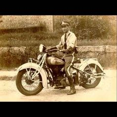 1928 Indian Scout - **MORE Old Indian Motorcycles Pictures . Vintage Indian Motorcycles, American Motorcycles, Vintage Motorcycles, Vintage Biker, Vintage Cars, Vintage Photos, Vintage Room, Vintage Items, Indian Scout