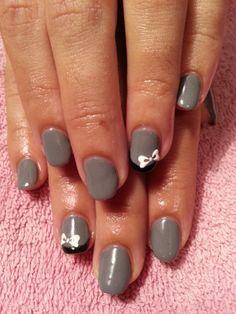 Uñas decoradas con esmalte permanente gris y lacitos blancos Más trabajos en http://www.facebook.com/patriciajimeneznails  #nails #nailart #nailpolish #uñas #manicura #manicure
