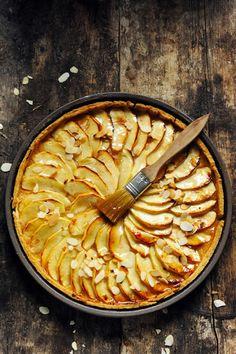 Mais pourquoi est-ce que je vous raconte ça... Dorian cuisine.com: Se souvenir du goût des choses… La tarte aux pommes à la compote pom'pom'pêche !