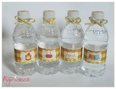 Garrafinha de água sem gás Nestlé, 300ml personalizada com o tema Festa Junina.  *O rótulo NÃO é a prova d'água.  R$ 3,00 Visite: http://www.elo7.com.br/estudioagridoce