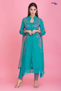 Smart geogette suit with contrasting embroidery