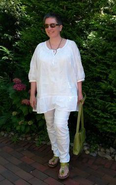 Sommerliches Outfit in weiß-grün. Ton-in-Ton geht weiß auch in Plussize, wenn ein Teil schmal ist.