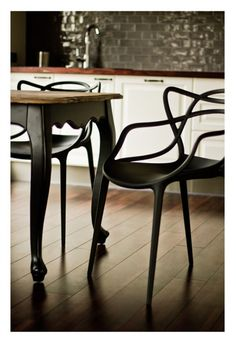 Masters Kartell in black - stunning with this table!
