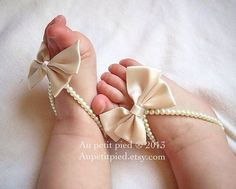 Baby barefoot sandalsivory baby shoesbaby foot by Aupetitpied