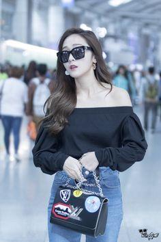( 160929 ) Incheon Airport to TaoYuan Airport. ♢ do not edit ! Kpop Fashion, Fashion 2017, Korean Fashion, Womens Fashion, Airport Fashion, Taeyeon Jessica, Jessica & Krystal, Jessica Jung Fashion, Casual College Outfits