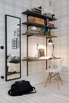Nice and practical shelves and desk combi