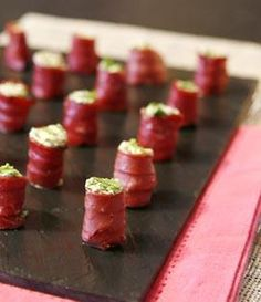 Recipe Duck makis with pesto, goat cheese and arugula # festive aperitifs Recipe . - Recipe Duck makis with pesto, goat cheese and arugula # festive aperitifs Recipe for duck makis wit - Tapas, Rumchata Recipes, My Favorite Food, Favorite Recipes, Sushi Party, Tortellini Recipes, Catering, Food Stations, Xmas Food