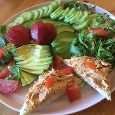 Wild King Salmon Mousse Avocado Salad Toasted 8 Grains Bread #luchiachia #chef #foodblogger #foodblog #chefsofinstagram #salad #avocado #organic #delicious #healthyfood #healthy #healthyeating #yummy #beautiful food #foodie #foodiegram #gourmandise #instafood #siliconvalley #bayarea #sanfrancisco #california #photooftheday
