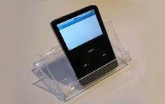 soporte para celular con una caja vacía de cassettes