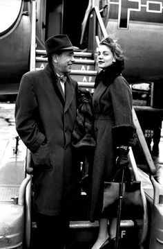 Lauren Bacall and Humphrey Bogart Hollywood Couples, Old Hollywood Movies, Old Hollywood Stars, Hollywood Actor, Golden Age Of Hollywood, Vintage Hollywood, Classic Hollywood, Hollywood Glamour, Hollywood Actresses