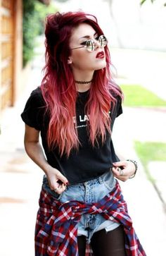 20 ideas for red ombre hair. List of red ombre hair colors. Red ombre hair color ideas for a bold new look. hair 20 Ideas for Red Ombre Hair Grunge Outfits, Grunge Fashion, Look Fashion, Red Hair Outfits, 90s Grunge Hair, Hipster Outfits, Twisted Hair, Grunge Look, Soft Grunge