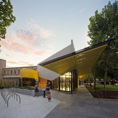 Construído pelo MGS Architects na Bendigo, Australia na data 2014. Imagens do Andrew Latreille. Após quatro anos de projeto e desenvolvimento, MGS Architects entregaram a Biblioteca deBendigo, oferecendo o estado...