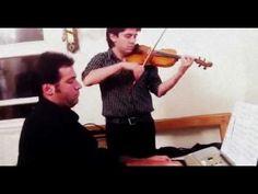 Coro para matrimonios SantiagoArte - Yellow, Coldplay (piano y violín)  Dúo Básico Instrumental interpretando un clásico de los Ingleses Coldplay para la entrada de la Novia. SantiagoArte.cl