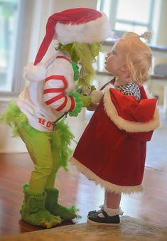 halloween costumes ideas sibling halloween costumes, dress up, little sisters, Grinch and Cindy Lou Who toddler costumes, halloween Grinch Halloween, Sister Halloween Costumes, Halloween Look, Halloween College, Hallowen Costume, Family Costumes, Couple Halloween, Halloween Outfits, Halloween Party