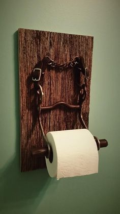 "So what do you get your daughter that wants a horse? A custom toilet paper holde… So what do you get your daughter that wants a horse? A custom toilet paper holder for ""her"" bathroom made from horse tack horse bit and barn siding! Horseshoe Projects, Barn Wood Projects, Horseshoe Crafts, Horseshoe Art, Barn Wood Crafts, Horse Crafts, Horse Bathroom, Pallet Bathroom, Bathroom Wall"