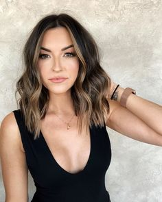 Balayage Blonde Ends - 20 Fabulous Brown Hair with Blonde Highlights Looks to Love - The Trending Hairstyle Brown Hair Balayage, Brown Blonde Hair, Hair Color Balayage, Brunette Balayage Hair Short, Medium Brunette Hairstyles, Brunette Haircut, Lob Haircut, Blonde Brunette, Gray Hair