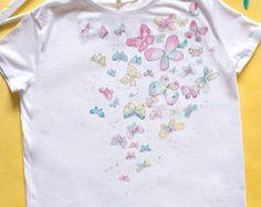 58f4c2c39 Pintadas a mano camisetas de mujer con una niña con red de