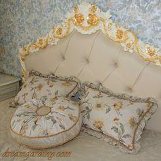 Декоративные подушки в женской спальне