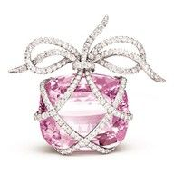 Wrapped Brooch - Oval-faceted pink diamond and platinum, by Verdura