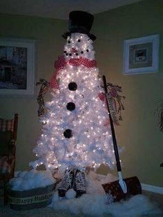 Hockey snowman tree