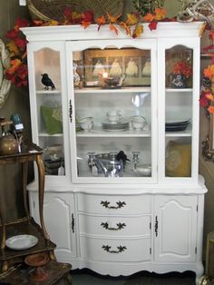 EXACT China cabinet that I bought in a yard sale.Great pic of it after being painted! Decor, Diy Kitchen Cabinets, Cabinet Remodel, Redo Furniture, Furniture Update, Cabinet, Old Kitchen Cabinets, China Cabinet Redo, Redo Cabinets