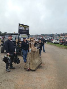 The Rock & Dirt crew has been at the Alex Lyon gate since 6 AM this morning handing out copies of Rock & Dirt to today's bidders. Today is a big day at the Alex Lyon sale, Wheel Loaders, Backhoes, Scrapers, Graders, Articulated Trucks and more. #RockandDirt #FloridaAuctions #AlexLyon