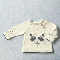 Best 12 Adorable panda baby trousers for your little one! Find this cute pattern, the perfect gift for a baby shower, at LoveKnitting – SkillOfKing. Baby Knitting Patterns, Knitting For Kids, Knitting Designs, Baby Patterns, Storch Baby, Panda, Toddler Clothing Stores, Pull Bebe, Baby Pullover
