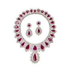 Regina ornament gold, ruby and brown diamonds.