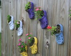 alte schuhe bepflanzen The gardens nothing is trampled - Jardin Vertical Fachada Jardim Vertical Diy, Vertical Garden Diy, Vertical Gardens, Backyard Fences, Garden Fencing, Backyard Ideas, Fence Landscaping, Fence Ideas, Pot Jardin