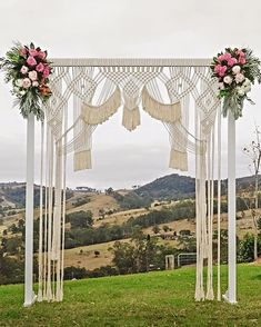 A macrame wedding backdrop is the BEST way to reuse decor : A macrame wedding arch is the BEST way to reuse wedding decor Macrame wall hangings are the hottest shit in home decor right now. Here are some of my favorites in a boho macrame wedding backdrop. Macrame Design, Macrame Art, Macrame Projects, Wedding Hire, Boho Wedding, Rustic Wedding, Handmade Wedding, Elegant Wedding, Wedding Flowers