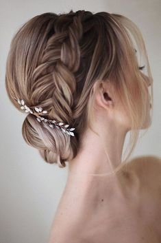 Edgy Updo Hair Styles How do I choose my wedding hair? Classy Bun Hair Styles Edgy Updo Hair Styles How do I choose my wedding hair? Box Braids Hairstyles, Bride Hairstyles, School Hairstyles, Bridal Braids, Bridal Hair, Blush Bridal, Edgy Updo, Edgy Hair, Braided Updo