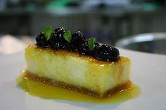 Cheesecake de aipim em calda de bergamota e comporta de mirtilos. | 12 receitas com mexerica que valem a pena qualquer polêmica