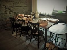 #mercadoloftstore #mls #umseisum #decor #decoração #interior #interiordesign #mood #mesa #mesadejantar #sucupira #quality #cadeiras #chairs #peneiras #kitchen #kitchentools #balança #sidetable #light #mood