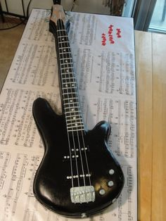 Bass guitar cake. By SandiOh on www.cakecentral.com