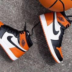 Nike Air Jordan 1 Retro High OG 'Shattered Backboard' - Heat on feet - Best Shoes World Nike Air Jordans, Nike Air Shoes, Sneakers Nike, Air Jordans Women, Ladies Sneakers, Sneakers Design, Jordans Girls, Nike Trainers, Jordan Shoes Girls