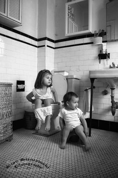 Old Photos, Vintage Photos, Funny Pics, Funny Pictures, Retro Kids, Everything Baby, Black N White, Beautiful Children, Tweety
