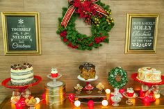 mesa de natal com bolos e doces. Little Christmas, Christmas Design, Christmas Fun, Christmas Decorations, Xmas, Table Decorations, Holiday Decor, Food Stations, Party
