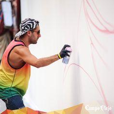 Comenzando el mural de 20 metros de Okuda y Remed en #StreetsOfColour #Madrid 2014.