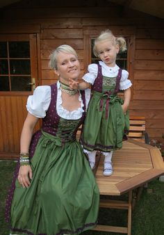 . Moda Medieval, Medieval Dress, Vintage Dresses, Nice Dresses, Flower Girl Dresses, Fashion Beauty, Girl Fashion, Fashion Dresses, Folk Costume