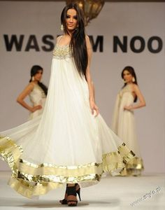In Pakistani culture, the clothes are mostly neutral and earthy colors with focus on embroidery. Similarly, Arab culture fashion for women revolves around looser fitted clothing with detailed embroidery.