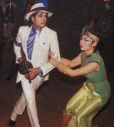 As imagens do vídeo ''Smooth Criminal'' Michael Jackson Video Songs, Michael Jackson Story, Michael Jackson Fotos, Mike Jackson, Michael Jackson Smooth Criminal, Michael Jackson Neverland, Liam Neeson, Legendary Singers, Big Crush
