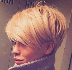 Neu Trend Frisuren 2019 Idée Tendance Coupe & Coiffure Femme 2018 : Description This Pin was discovered by ~Be – madame.tn/… Source by Cool Short Hairstyles, Short Hairstyles For Women, Medium Hairstyles, Hairstyle Short, Hairstyles Haircuts, Haircut Short, Wedge Hairstyles, Haircut Style, Bob Haircuts