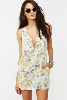 This dress screams sexy and sweet at the same. And the floral pint is unique and gorgeous. Did I mention it has pockets? #pocketfanatic