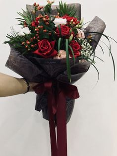 The Undermined Importance of Flowers - Send Flowers Online How To Wrap Flowers, Bunch Of Flowers, Beautiful Bouquet Of Flowers, Beautiful Flowers, Graduation Flowers, Send Flowers Online, Rose Arrangements, Luxury Flowers, Christmas Flowers