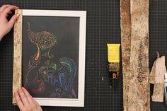 Bilderrahmen selber machen aus natürlichen Materialien geht ganz einfach und schnell. In unserem Video, zeigen wir dir wie es geht.